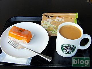 本日のコーヒーとレモンケーキの写真