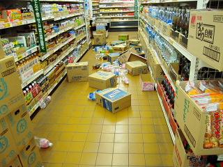地震で落下した商品の写真