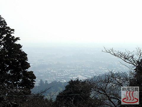 世界無名戦士の墓から越生の町の眺め